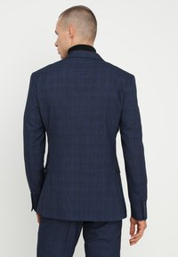 Isaac Dewhirst - FASHION CHECK SUIT - Completo - navy - 3