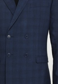 Isaac Dewhirst - FASHION CHECK SUIT - Completo - navy - 11