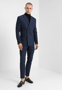Isaac Dewhirst - FASHION CHECK SUIT - Completo - navy - 1