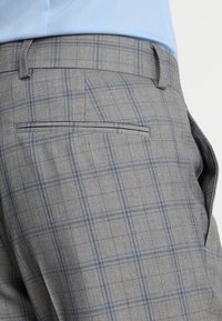 Isaac Dewhirst - FASHION CHECK SUIT SLIM FIT - Suit - grey - 9