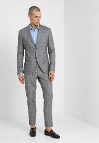 Isaac Dewhirst - FASHION CHECK SUIT SLIM FIT - Suit - grey - 1