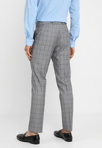 Isaac Dewhirst - FASHION CHECK SUIT SLIM FIT - Suit - grey - 5