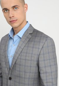 Isaac Dewhirst - FASHION CHECK SUIT SLIM FIT - Suit - grey - 6