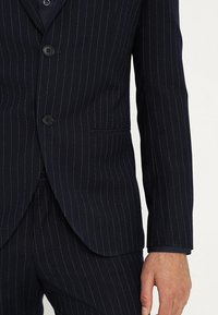 Isaac Dewhirst - FASHION STRIPE SUIT - Suit - navy - 6