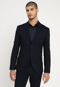 Isaac Dewhirst - FASHION STRIPE SUIT - Suit - navy - 2
