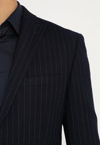 Isaac Dewhirst - FASHION STRIPE SUIT - Suit - navy - 7