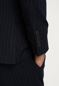 Isaac Dewhirst - FASHION STRIPE SUIT - Suit - navy - 12