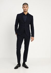 Isaac Dewhirst - FASHION STRIPE SUIT - Suit - navy - 1