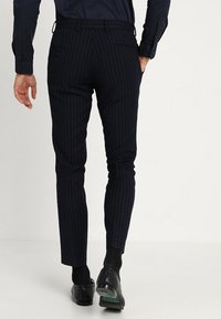 Isaac Dewhirst - FASHION STRIPE SUIT - Suit - navy - 5
