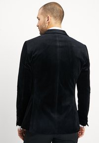 Isaac Dewhirst - FASHION PLAIN JACKET SLIM FIT - Giacca - black - 2