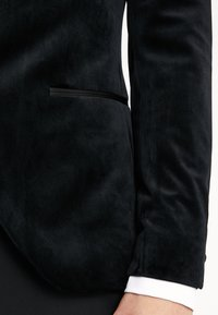 Isaac Dewhirst - FASHION PLAIN JACKET SLIM FIT - Giacca - black - 4
