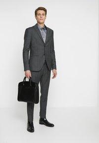 Isaac Dewhirst - SUIT CHECK - Kostuum - dark grey - 1