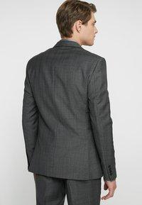 Isaac Dewhirst - SUIT CHECK - Kostuum - dark grey - 3