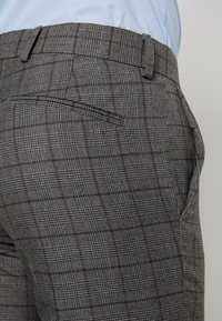 Isaac Dewhirst - FASHION SUIT CHECK - Suit - grey - 8