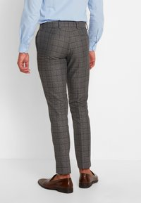 Isaac Dewhirst - FASHION SUIT CHECK - Suit - grey - 5