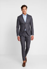 Isaac Dewhirst - FASHION SUIT CHECK - Oblek - blue - 1
