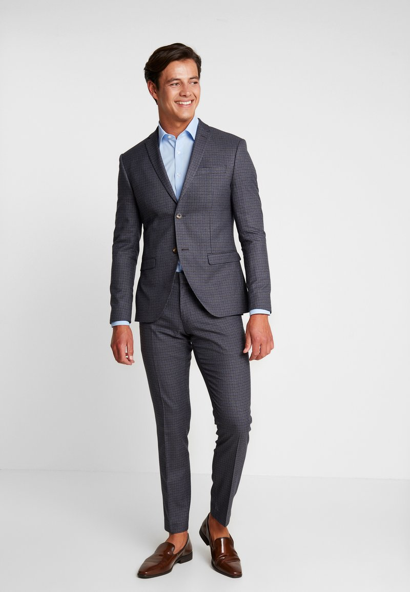 Isaac Dewhirst - FASHION SUIT CHECK - Oblek - blue