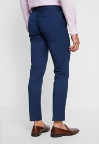 Isaac Dewhirst - FASHION SUIT - Jakkesæt - blue - 5