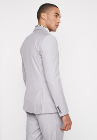 Isaac Dewhirst - FASHION SUIT - Suit - light grey - 3