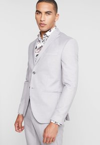 Isaac Dewhirst - FASHION SUIT - Suit - light grey - 2