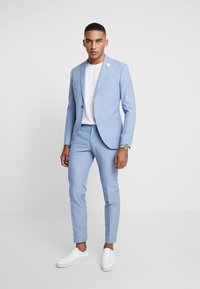 Isaac Dewhirst - WEDDING SUIT - Completo - light blue - 1