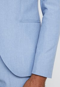 Isaac Dewhirst - WEDDING SUIT - Completo - light blue - 6