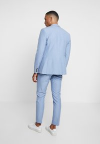 Isaac Dewhirst - WEDDING SUIT - Completo - light blue - 3