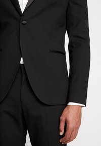 Isaac Dewhirst - BASIC TUX - Costume - black - 7