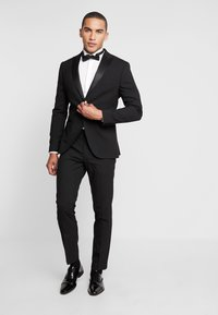 Isaac Dewhirst - BASIC TUX - Costume - black - 0