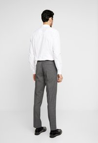 Isaac Dewhirst - PUPPYTOOTH SUIT - Garnitur - dark grey - 6