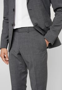 Isaac Dewhirst - PUPPYTOOTH SUIT - Garnitur - dark grey - 9