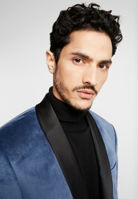 Isaac Dewhirst - TUX JACKET - Suit jacket - dusty blue - 3