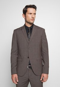 Isaac Dewhirst - CHECK SUIT - Completo - brown - 2