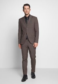 Isaac Dewhirst - CHECK SUIT - Completo - brown - 0