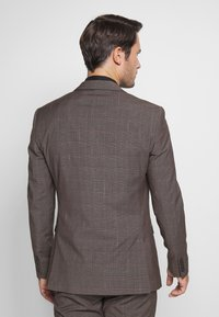 Isaac Dewhirst - CHECK SUIT - Completo - brown - 3