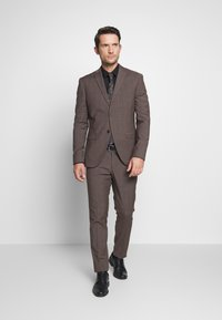 Isaac Dewhirst - CHECK SUIT - Completo - brown - 1