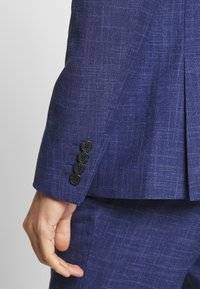 Isaac Dewhirst - TEXTURE SUIT - Oblek - blue - 8