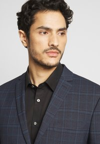 Isaac Dewhirst - CHECK SUIT - Completo - dark blue - 6