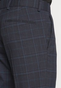 Isaac Dewhirst - CHECK SUIT - Completo - dark blue - 8
