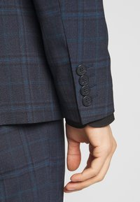 Isaac Dewhirst - CHECK SUIT - Completo - dark blue - 10