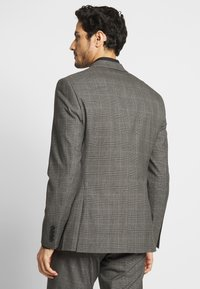 Isaac Dewhirst - TWIST CHECK SUIT - Oblek - grey - 3