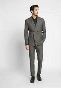 Isaac Dewhirst - TWIST CHECK SUIT - Oblek - grey - 1