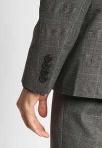 Isaac Dewhirst - TWIST CHECK SUIT - Oblek - grey - 10