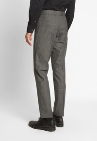 Isaac Dewhirst - TWIST CHECK SUIT - Oblek - grey - 5