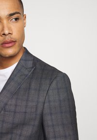 Isaac Dewhirst - CHECK SUIT - Suit - grey - 6