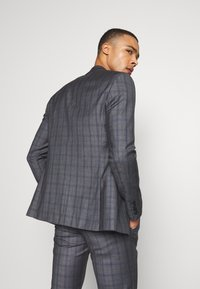 Isaac Dewhirst - CHECK SUIT - Oblek - grey - 3