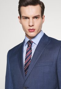 Isaac Dewhirst - BLUE TEXTURE SUIT - Completo - blue - 7