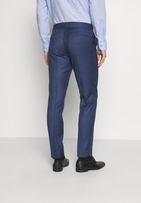 Isaac Dewhirst - BLUE TEXTURE SUIT - Completo - blue - 5
