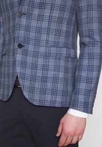 Isaac Dewhirst - CHECKED - Blazer - blue - 4