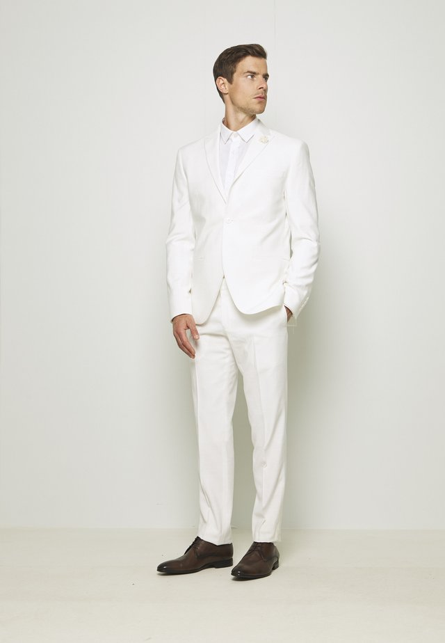 WHITE WEDDING SLIM FIT SUIT - Puku - white